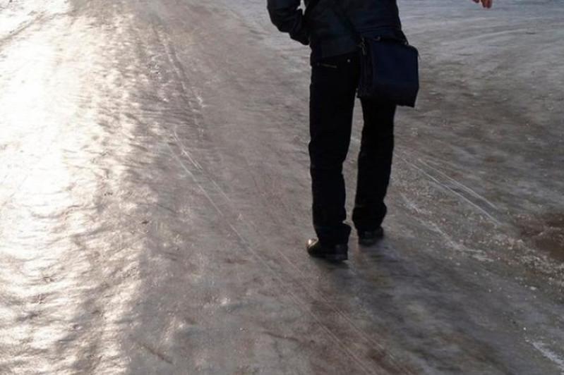 Из-за гололеда в Усть-Каменогорске пострадали свыше 130 человек