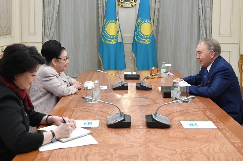 首任总统接见著名文化功勋人士托列艮诺娃