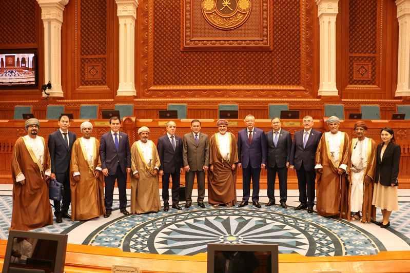 哈萨克斯坦参议院代表团访问阿曼