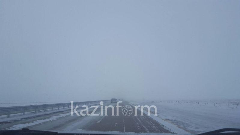 Из-за тумана закрыт участок дороги в Актюбинской области