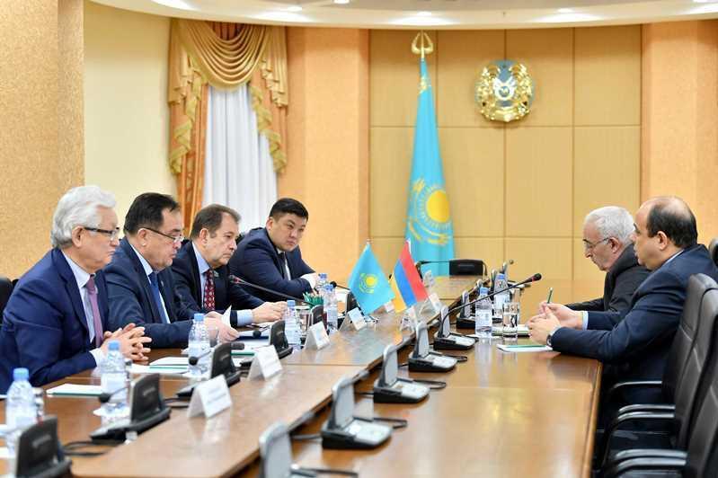 参议院议员会见亚美尼亚大使 讨论两国合作发展问题