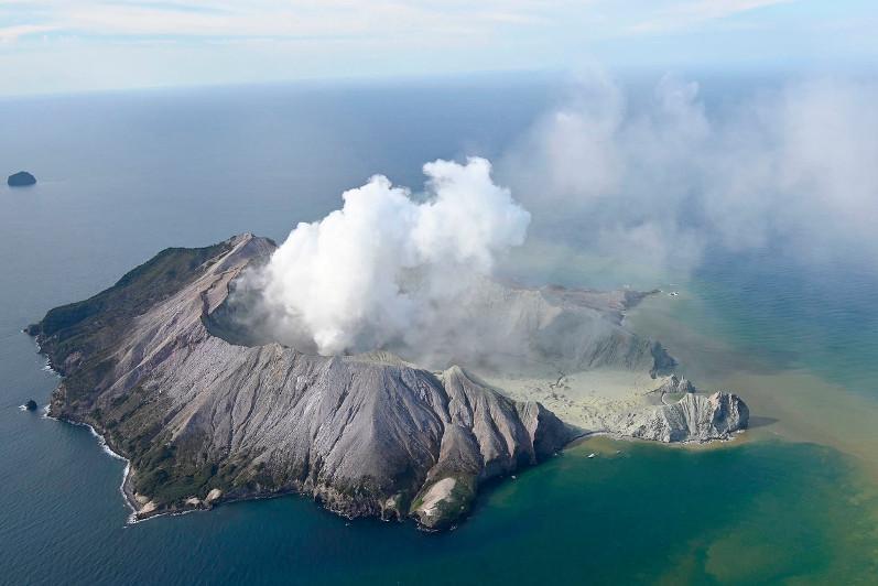 新西兰怀特岛火山喷发致5人死亡多人失踪