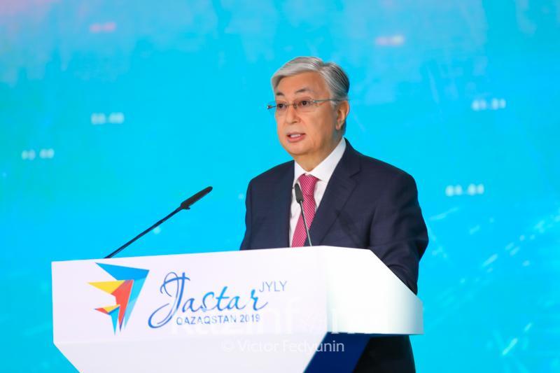 托卡耶夫:为青年全面发展创造条件是我的重要任务之一