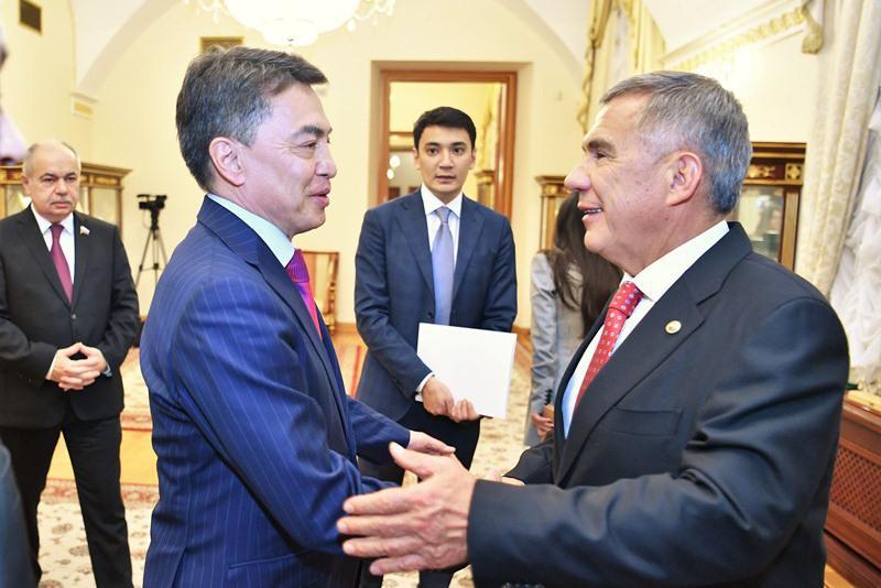 哈萨克斯坦议员会见鞑靼斯坦总统