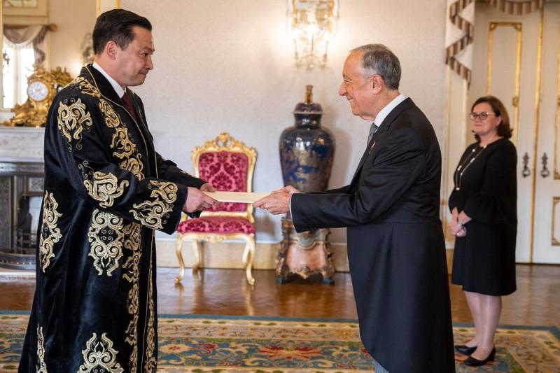 哈萨克斯坦大使向葡萄牙总统递交国书