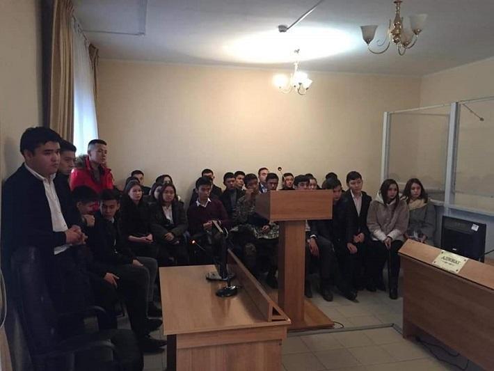 Будущие юристы побывали в военном гарнизонном суде