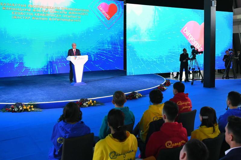 """托卡耶夫总统出席""""青年年""""闭幕式和""""志愿者年""""开幕式"""