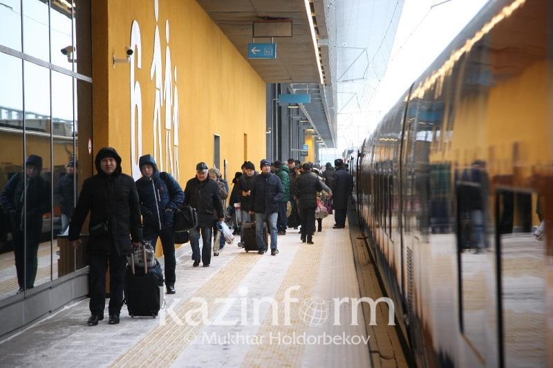 Дополнительные поезда запустят в Казахстане на праздники