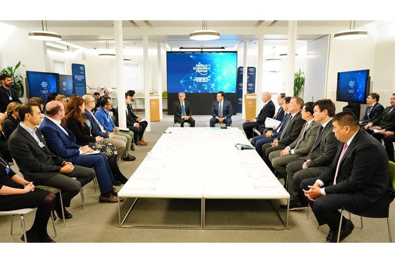 政府总理与美国多家领先公司领导人进行会晤
