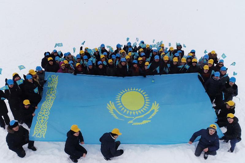 В преддверии Дня независимости сотрудники столичного казначейства организовали флешмоб