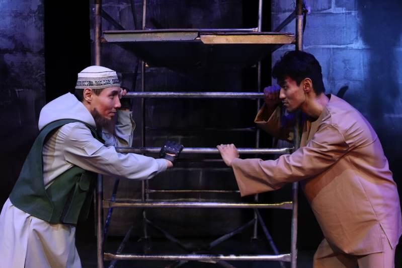 """讲述""""圣战者""""悲惨命运的心理剧《朱桑》在乌拉尔首演"""