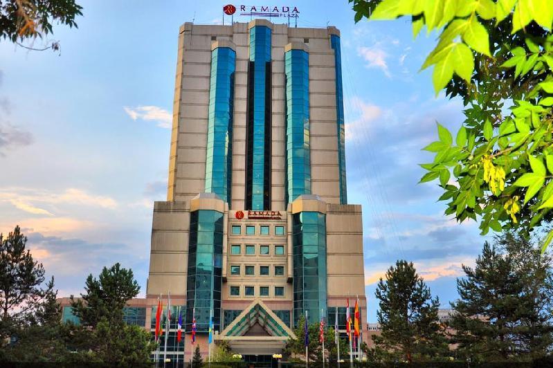 Столичный отель Ramada Plaza выставят на торги