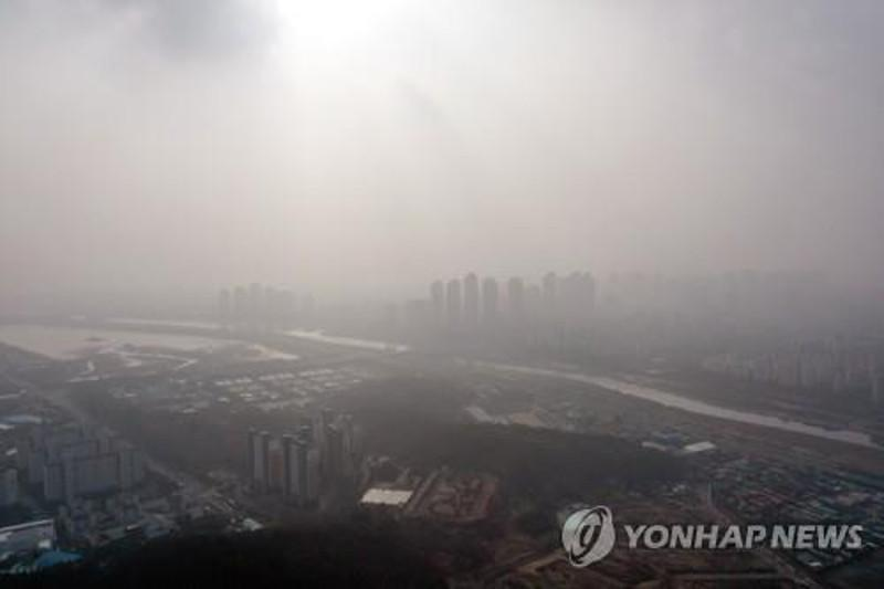 Seoul choked by thick fine dust for second straight day