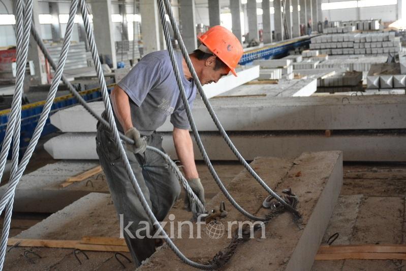 Приравнять статус трудовых иммигрантов к сезонным работникам планируют в Казахстане