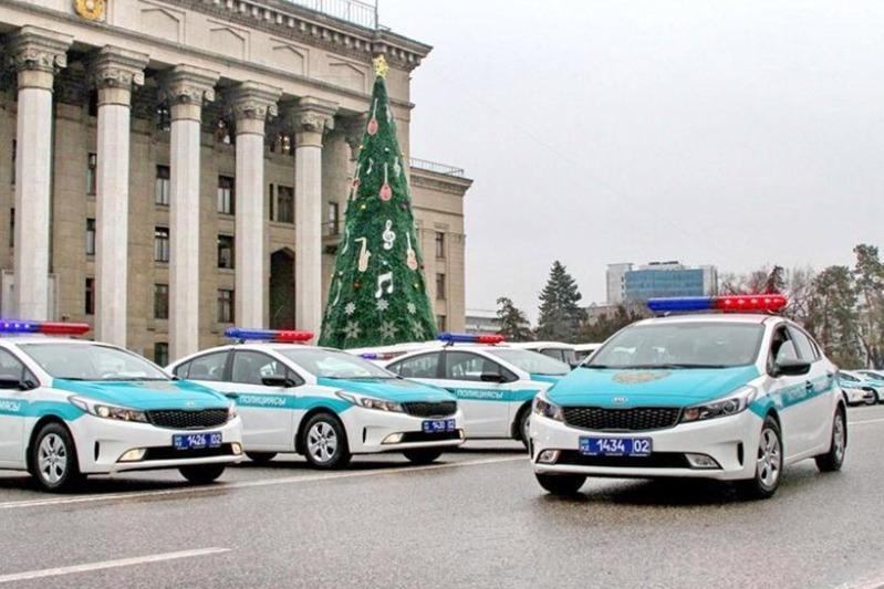 Almaty polıtsııasy kúsheıtilgen rejımde jumys istep jatyr