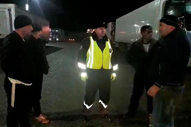 Свыше 700 пассажиров вызволили из снежного плена на трассе кызылординские полицейские