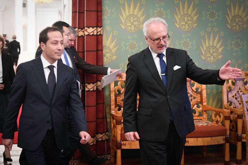 哈萨克斯坦大使向拉脱维亚总统递交国书