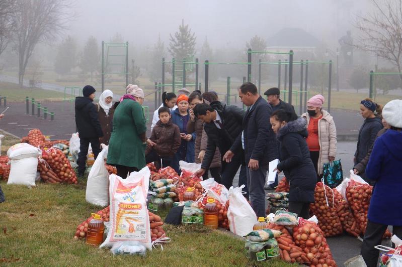 В рамках благотворительной акции 70 семей в Шымкенте получили помощь