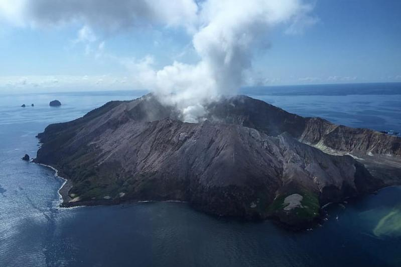 Death toll rises to 8 in volcanic eruption in New Zealand