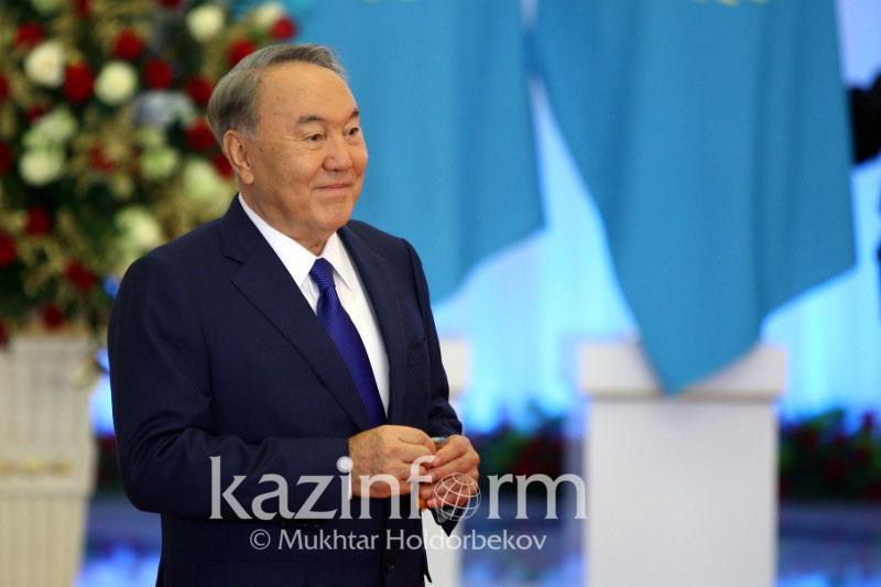 """纳扎尔巴耶夫被授予""""突厥世界复兴奖"""""""