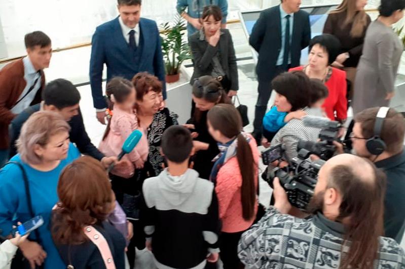 Возвращенные из Ирака казахстанские дети встретились с родными