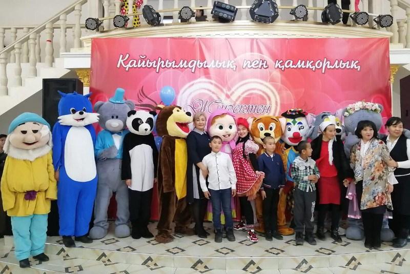 Шымкентский врач в канун Дня независимости провела благотворительную акцию