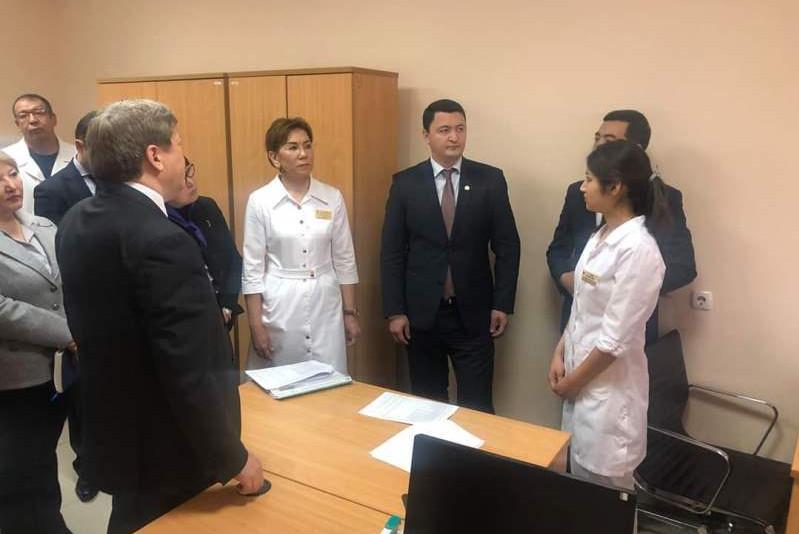 Камалжан Надыров ознакомился с работой больниц Шымкента