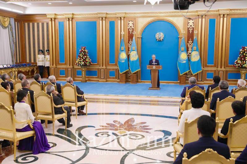 托卡耶夫总统:应加强我国在国际社会上的声誉