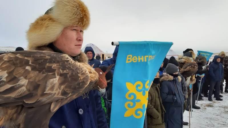 《2019汗索纳尔》国际猎鹰比赛在布拉拜国家公园举行