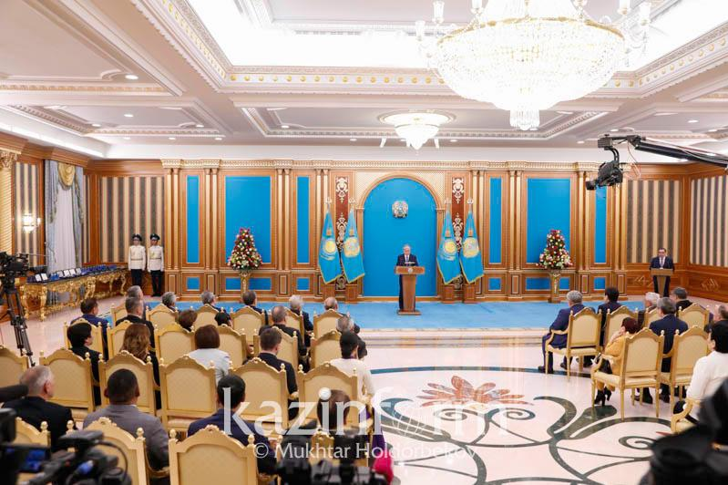 Head of State attends solemn ceremony of awarding state awards and prizes