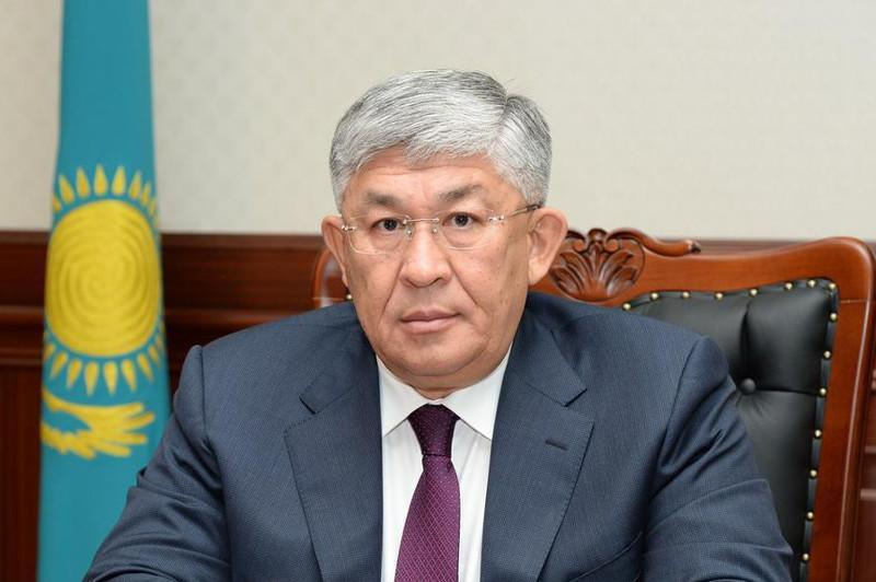 Крымбек Кушербаев вручил государственные награды и премии