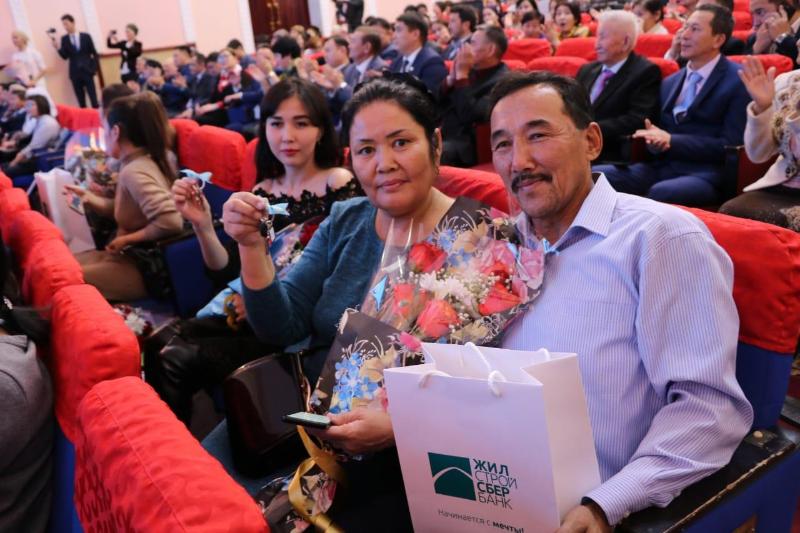 10 семей из Актобе стали новоселами в преддверии Дня Независимости