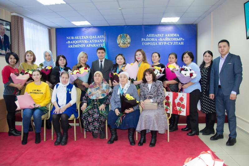 Подвесками «Алтын алқа» и «Күміс алқа» наградили многодетных матерей в Нур-Султане
