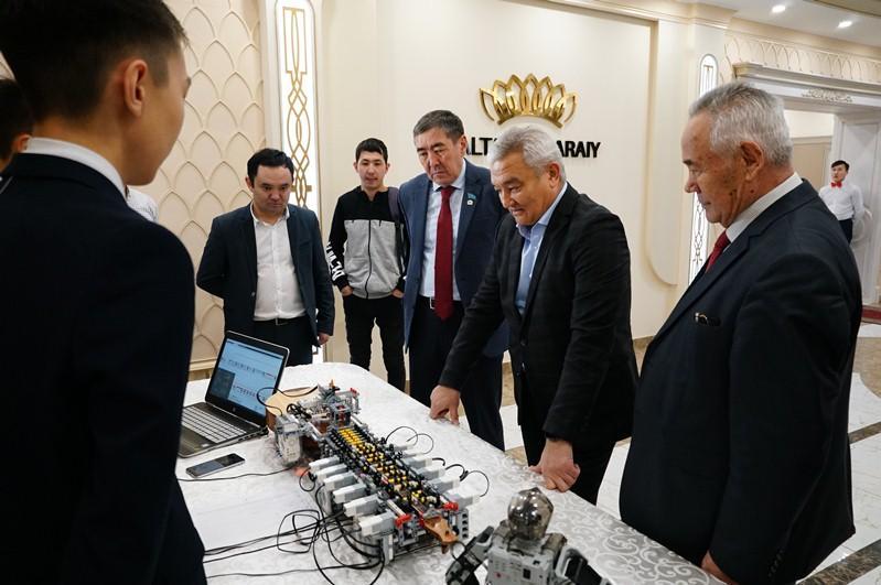 Робот-домбрист стал «Выбором года» в Семее