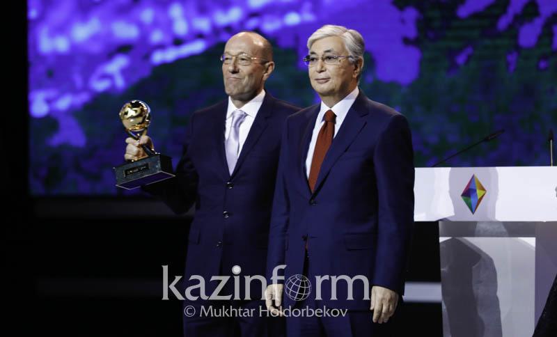 Касым-Жомарт Токаев наградил победителей премии «Алтын сапа» и конкурса «Парыз»
