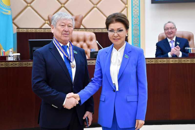 Дарига Назарбаева вручила госнаграды депутатам и сотрудникам аппарата Сената
