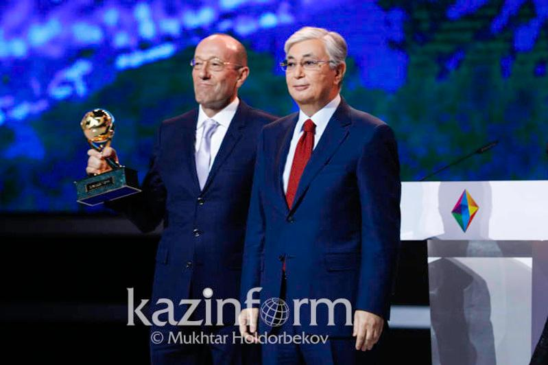 Head of State honors winners of Altyn Sapa Prize, Paryz contest