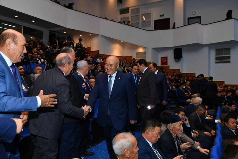 В канун Дня независимости представителям СМИ вручили ключи от новых квартир в Туркестане
