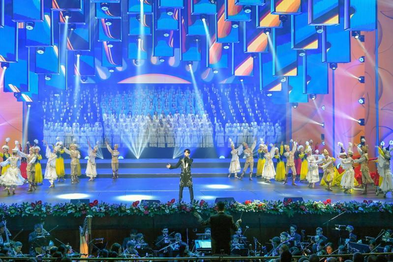 Димаш Құдайберген Тәуелсіздік күніне арналған концертте ән шырқады
