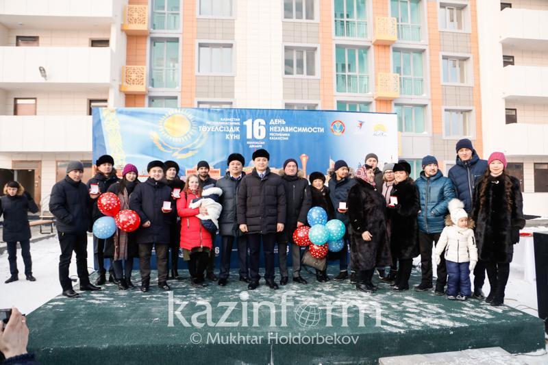 1050 молодым людям вручили ключи от арендных квартир в Нур-Султане