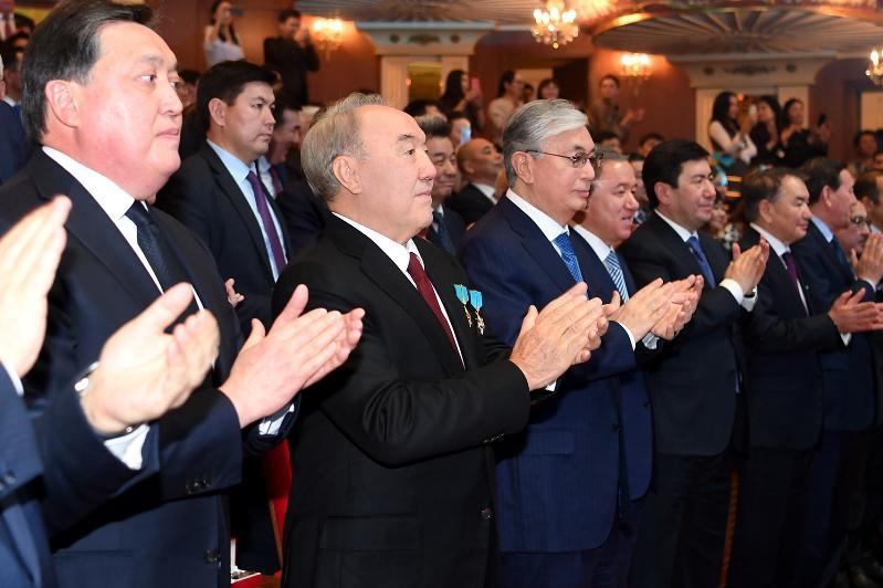 首任总统向哈萨克斯坦人民致以独立日节日祝贺