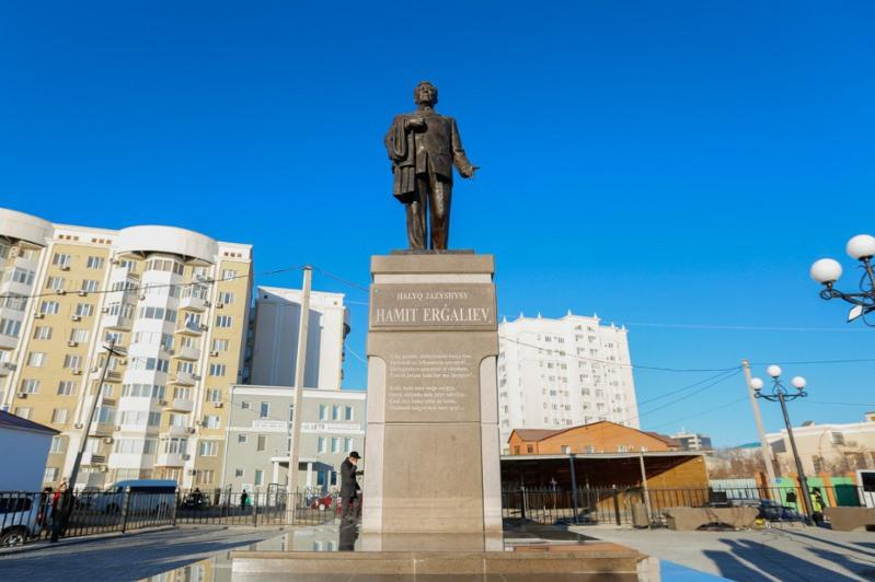 Monument to national writer Khamit Yergaliyev unveiled in Atyrau