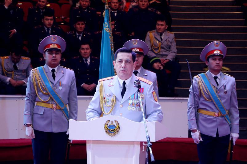 Около 70 сотрудников полиции наградили ко Дню независимости в Шымкенте