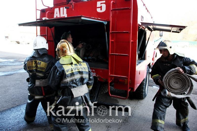 При пожаре в общежитии в центре Алматы погиб человек