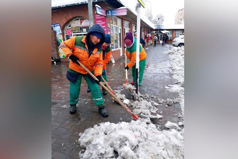 Более 120 единиц техники участвуют в очистке улиц Шымкента от снега