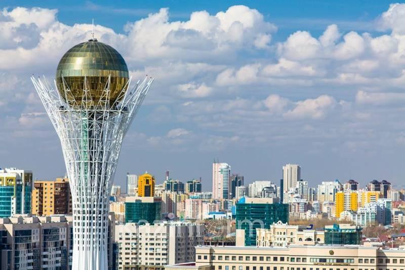 Столичные актеры поздравили казахстанцев с высоты птичьего полета
