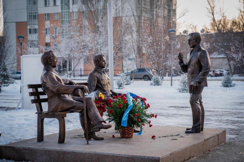 Памятник «Үш арыс» открыли в столице