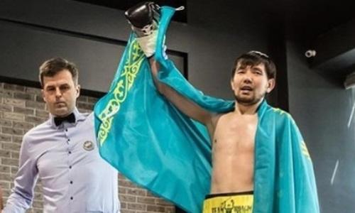 Двое казахстанских боксеров выиграли нокаутом поединки в Москве