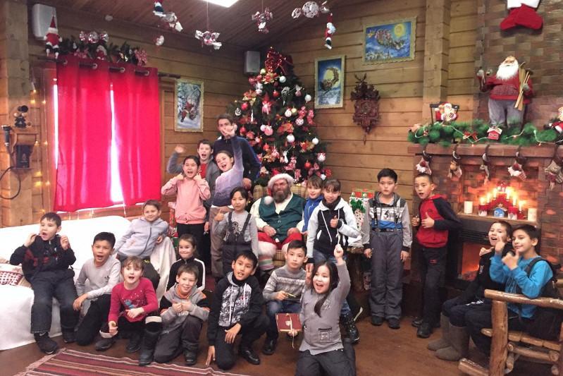 В резиденции Деда Мороза побывали дети из малообеспеченных семей Кокшетау
