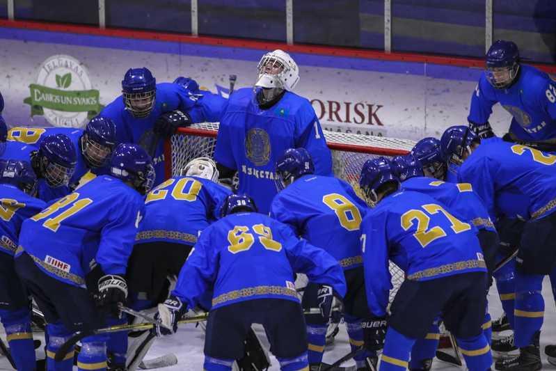 Сборная Казахстана по хоккею до 18 лет проиграла на турнире четырех наций в Латвии